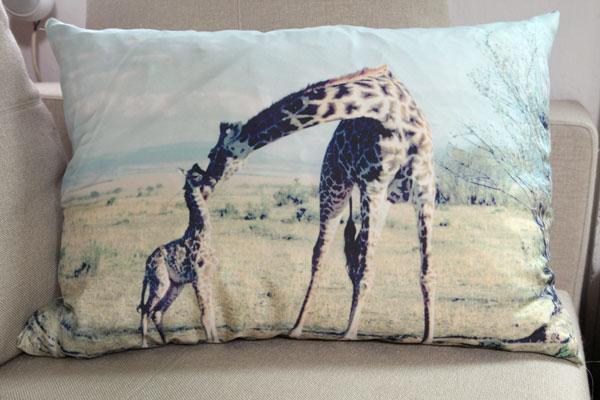 giraffepillow7057.jpg